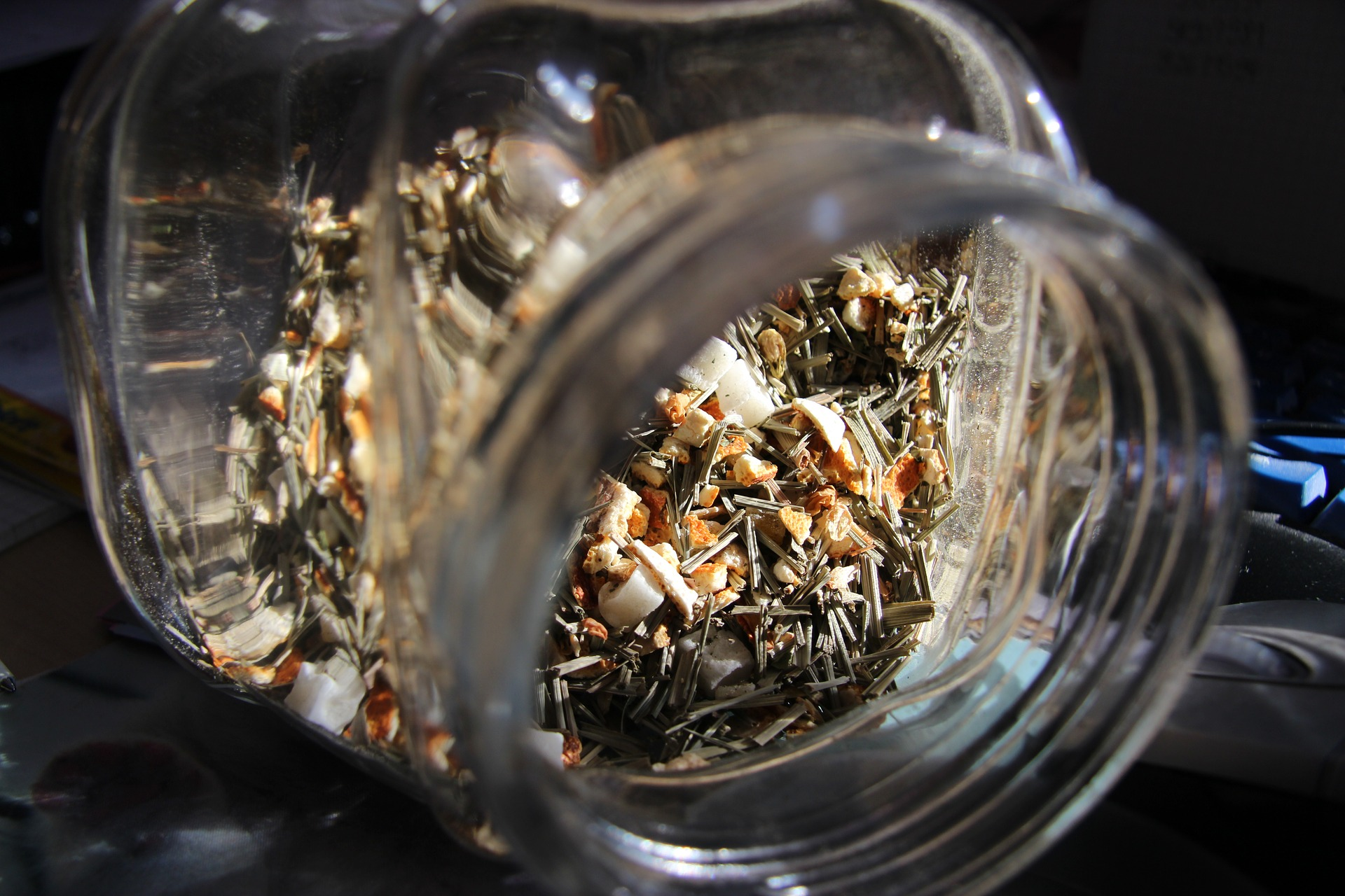 Kräuterkraft-Wochenendtipp: Wie man eine Teemischung herstellt