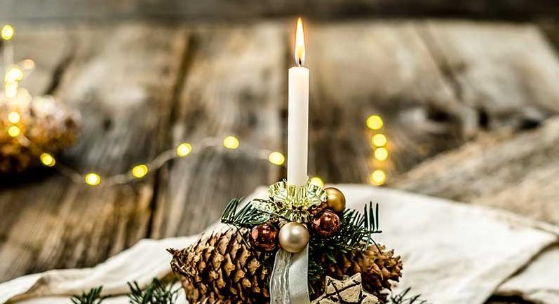 Einfache Weihnachtsdeko aus Zapfen